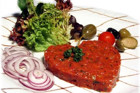 beef tatar, Rind fleisch, Tatar, Tartar oder Tartare, Schweizer Fleisch mild bis scharf