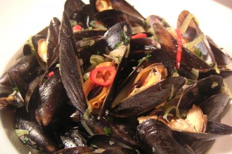 Miesmuschel, französisch – Moules, italienisch - Cozze, spanisch – Mejillones, englisch - Blue mussel, niederländisch – Mossel, dänisch – Blåmusling.